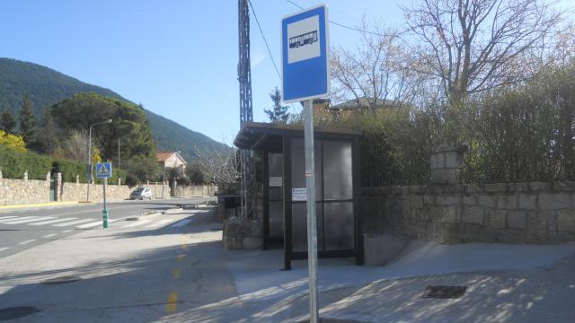 Nueva parada de autobus en Piedralaves